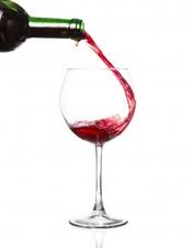 verser-vin-rouge-dans-verre-vin-isole-blanc_135932-904